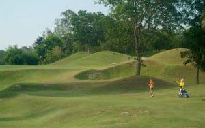 professional golf caddie salary
